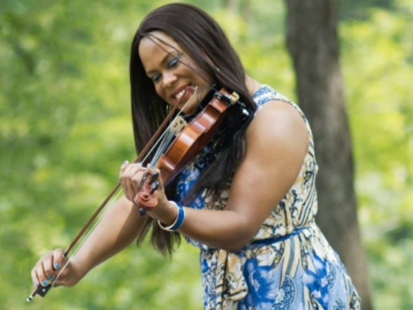 Photo of Tona Brown playing the violin, taken from her website