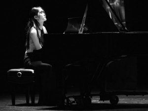 photo of natalie tan playing piano
