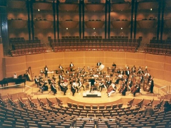 Orquesta Sinfónica Nacional de Costa Rica from above in a round bowl concert hall