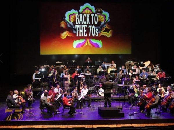 Overhead photo of Orquesta Sinfónica Nacional de Guatemala playing a Back to the 70s concert