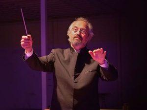Carlos Kalmar conducting
